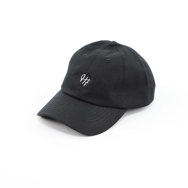 H7の刺繍入りキャップ ブラック HARRISS ¥4,950(税込)